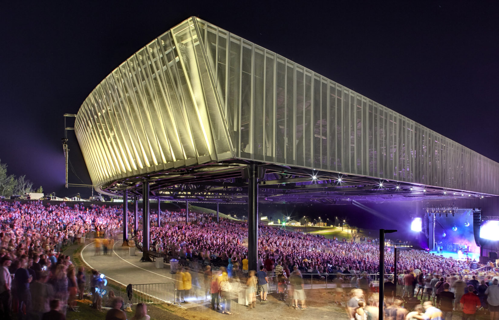 Outdoor concert photo of Lakeview Amphitheatre.